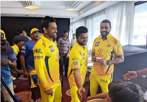 सुरेश रैना ने मुरली विजय और धोनी के साथ तस्वीर शेयर करते हुए आईपीएल 2020 को लेकर कही ये बात 7