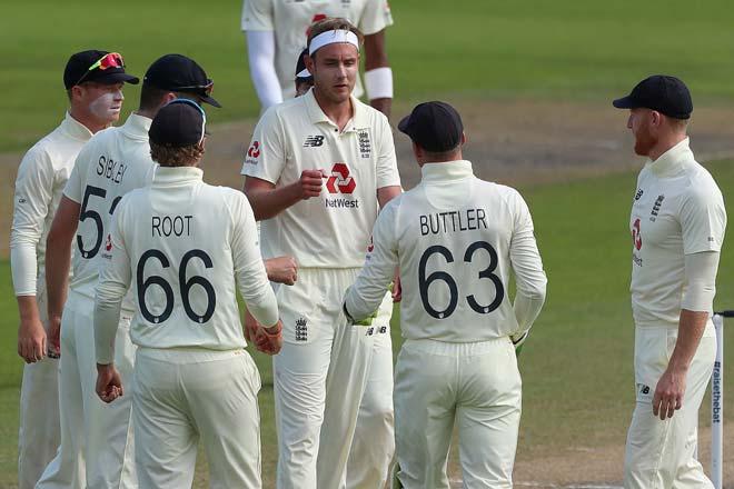 ENGvsPAK: मैनचेस्टर टेस्ट मैच के तीसरे दिन मेजबान इंग्लैंड की टीम बैकफुट पर 4