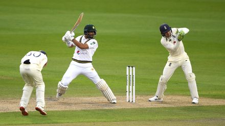 ENGvsPAK: मैनचेस्टर टेस्ट मैच के तीसरे दिन मेजबान इंग्लैंड की टीम बैकफुट पर 1