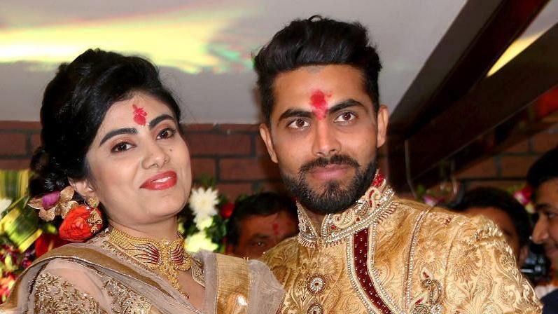 भारत के क्रिकेटर रविन्द्र जडेजा की पत्नी रीवाबा को पुलिस ने बिना मास्क के रोका तो हुई ये घटना 13