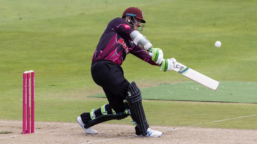 इंग्लैंड के टी20 ब्लास्ट में दिखी तूफानी बल्लेबाजी, एक ही ओवर में बना डाले 29 रन 1