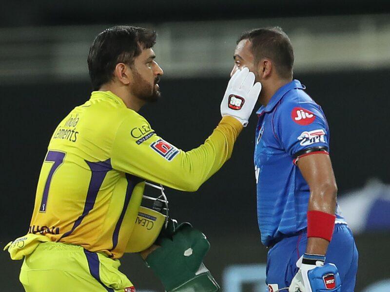 आईपीएल 2020- बल्लेबाजी के दौरान परेशान दिखे पृथ्वी शॉ धोनी ने किया कुछ ऐसा जीता दिल 14