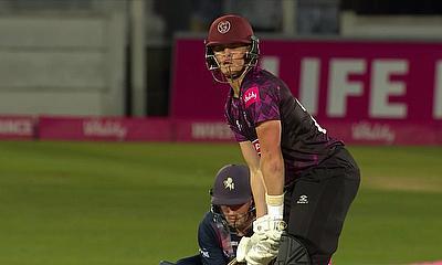 इंग्लैंड के टी20 ब्लास्ट में दिखी तूफानी बल्लेबाजी, एक ही ओवर में बना डाले 29 रन 2