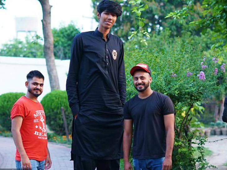 दुनिया का सबसे लंबा क्रिकेटर खेलना चाहता है पाकिस्तान की नेशनल टीम में, लंबाई और जूते का नंबर जानकर रह जाएंगे हैरान 5