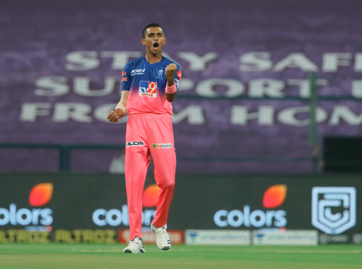 MIvsRR: मुंबई इंडियंस ने बनाये 193 रन, युवा कार्तिक त्यागी की सोशल मीडिया पर हुई जमकर तारीफ 2