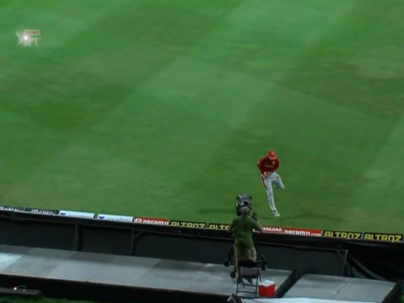 ग्लेन मैक्सवेल ने पकड़ा रोहित का अविश्वसनीय कैच, देखते रह गये हिटमैन 3