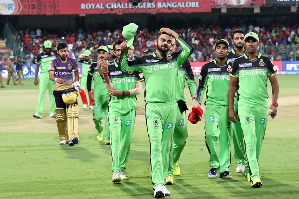 IPL 2020: रॉयल चैलेंजर्स बैंगलोर टीम के लिए अनलकी रही है ग्रीन जर्सी, आकड़े बता रहे हैं सच्चाई 3
