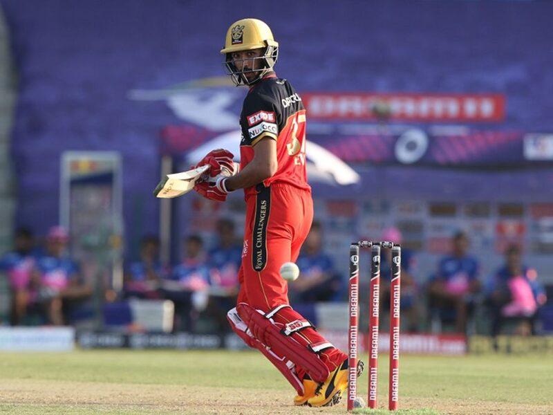 IPL 2020: 20 साल के इस भारतीय खिलाड़ी की वजह से खुलकर खेल पा रहे विराट और डीविलियर्स 16