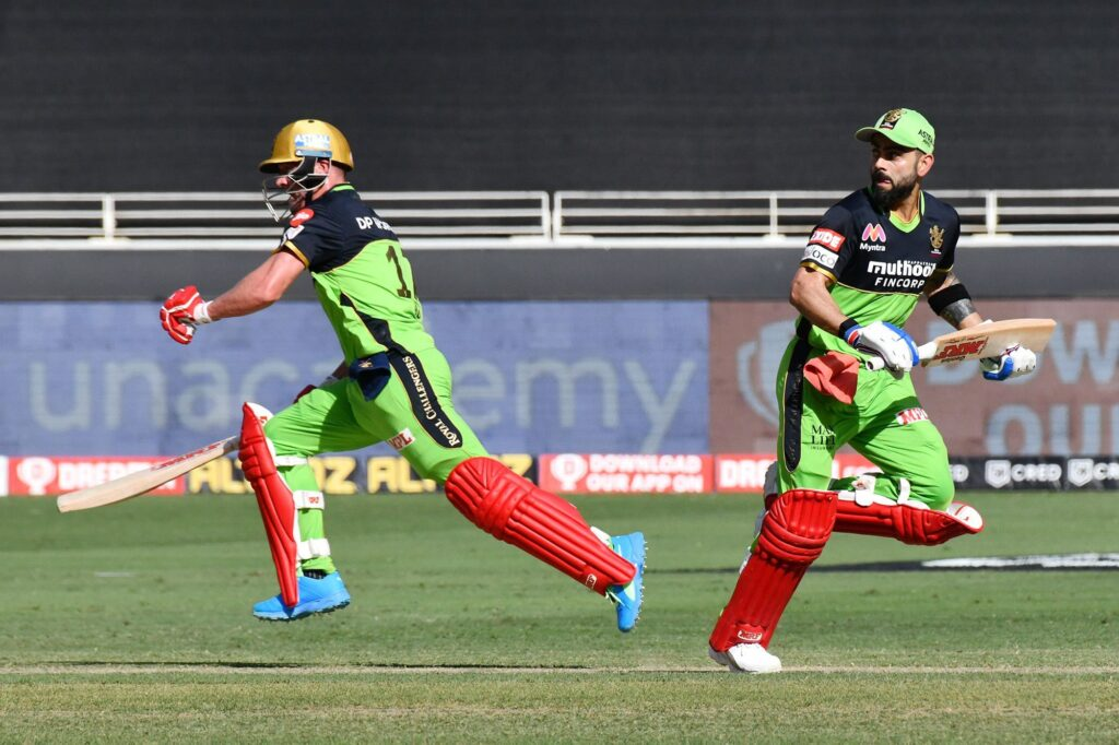 आईपीएल 2020- आकाश चोपड़ा ने बताया क्यों विराट को करना पड़ा धोनी के सामने हार का सामना 3