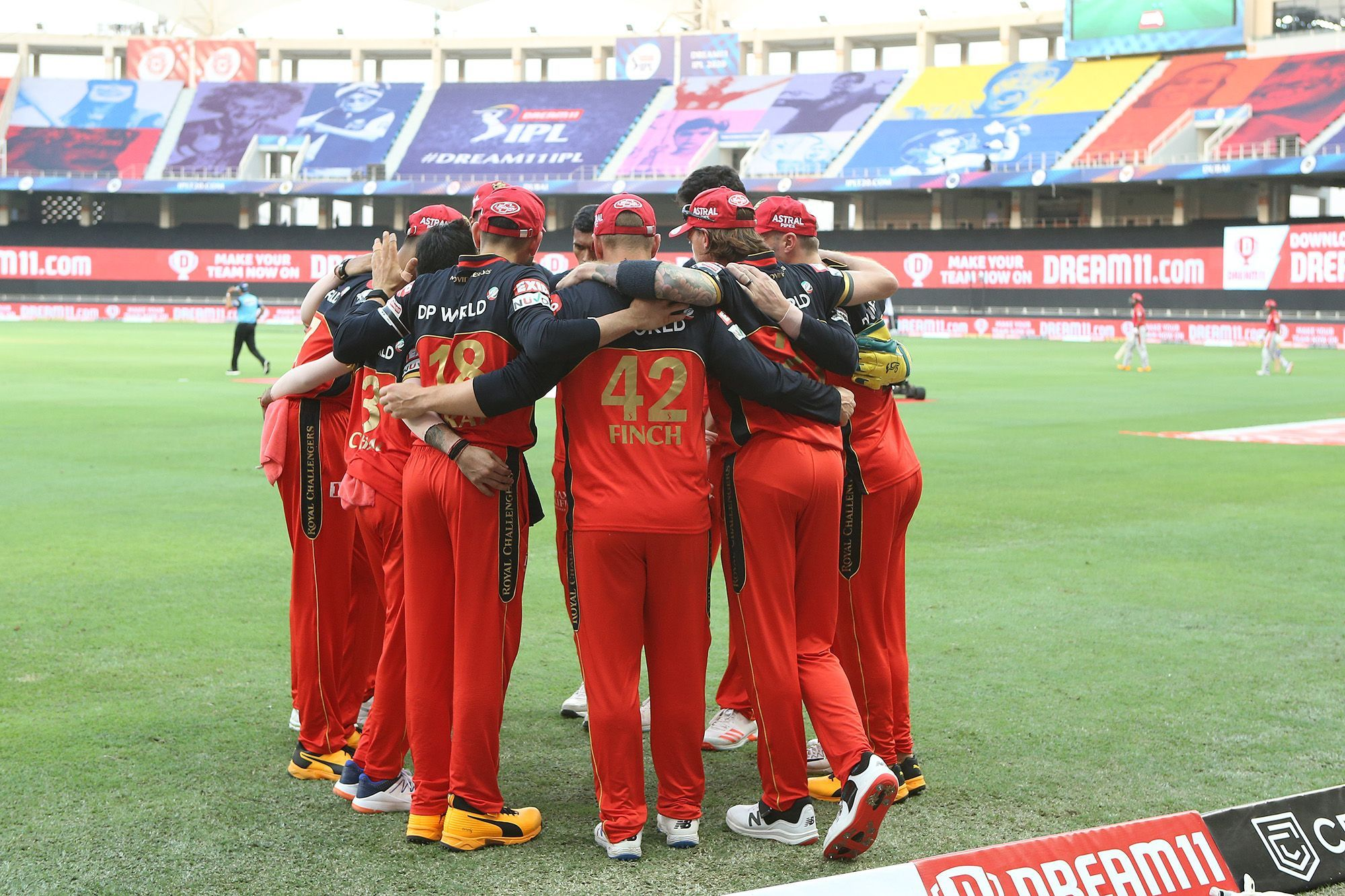 खिलाड़ियों को रिलीज करने के बाद जानिए रॉयल चैलेंजर्स बैंगलोर की टीम के बारे में, कमजोरी, मजबूती, नीलामी पर किन खिलाड़ियों पर होगी नजर 1