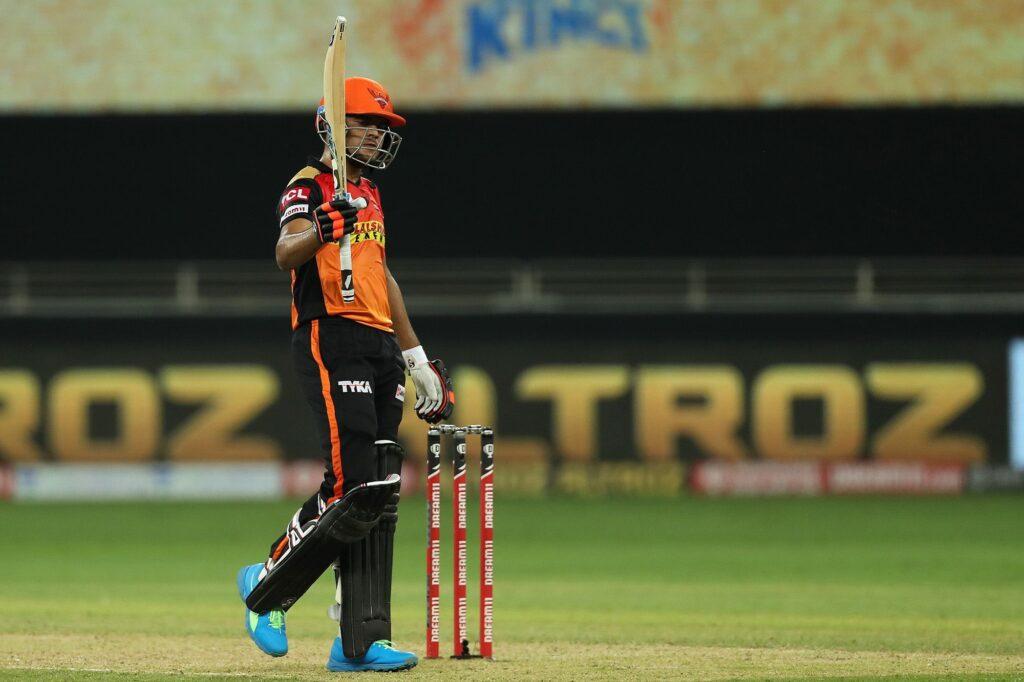 राहुल द्रविड़ की नजरों से निकले इस खिलाड़ी ने महेंद्र सिंह धोनी के भी उड़ा दिए होश 5