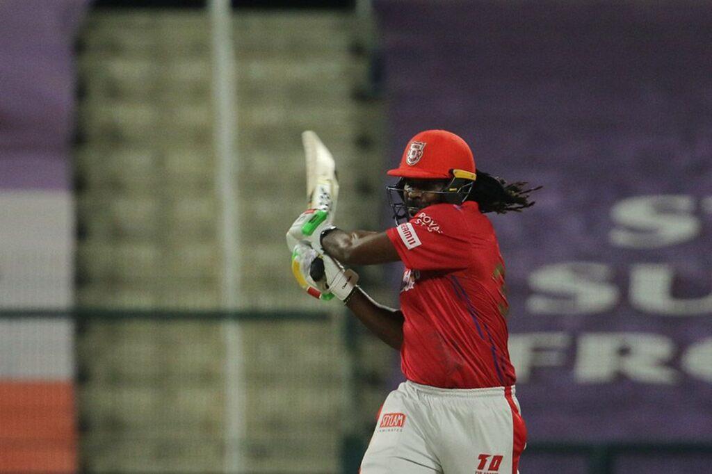 आईपीएल 2020- क्रिस गेल को अपना बैट फेंकना पड़ा भारी, आईपीएल गवर्निंग काउंसिल ने लगाया इतना जुर्माना 2