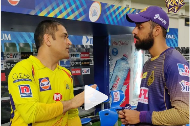 आईपीएल 2020- महेन्द्र सिंह धोनी को 2 बार बोल्ड करने के बाद माही के पास पहुंच वरुण चक्रवर्ती ने किया कुछ ऐसा सभी रह गये हैरान 12