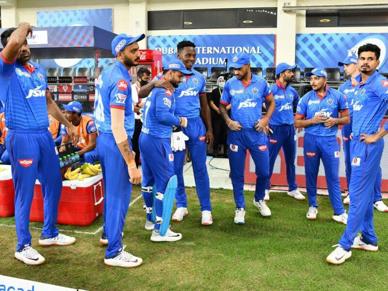 दिल्ली कैपिटल्स के खिलाड़ियों ने पहले क्वालीफायर मैच में इस वजह से बांधी थी बांह पर काली पट्टी 1
