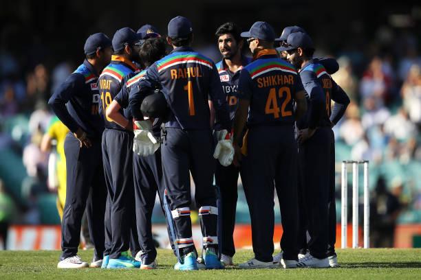 AUS vs IND : लगातार दूसरे वनडे में अपनी खराब कप्तानी को लेकर कोहली को पड़ी गालियाँ, गेंदबाज भी जमकर हुए ट्रोल 2