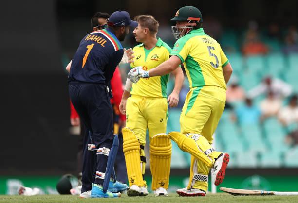AUSvsIND: दूसरे वनडे के दौरान आरोन फिंच के साथ मस्ती करते दिखे केएल राहुल, देखें वीडियो 5