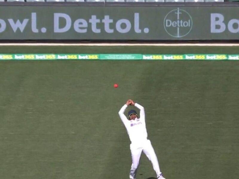WATCH : बल्ले के साथ कैच लेने में भी फेल साबित हुए पृथ्वी शॉ, लाबुशेन का छोड़ा लड्डू कैच 11