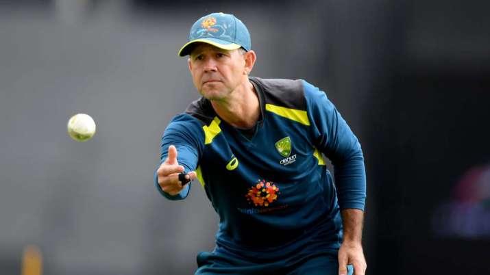 रिकी पोंटिंग ने ऑस्ट्रेलियाई बल्लेबाजों को इस भारतीय गेंदबाज से दी बचने की सलाह 14