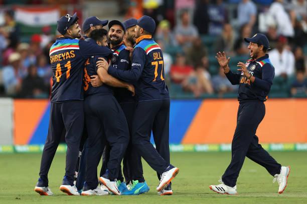 AUSvsIND: भारत के इस दिग्गज खिलाड़ी ने दी बड़ी सलाह, कहा टी20 सीरीज में चहल से पहले खेले कुलदीप 2