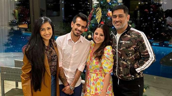 दुबई में धोनी के परिवार से मिले युजवेंद्र चहल और उनकी पत्नी, नए लुक में कुछ ऐसे नजर आए माही 7