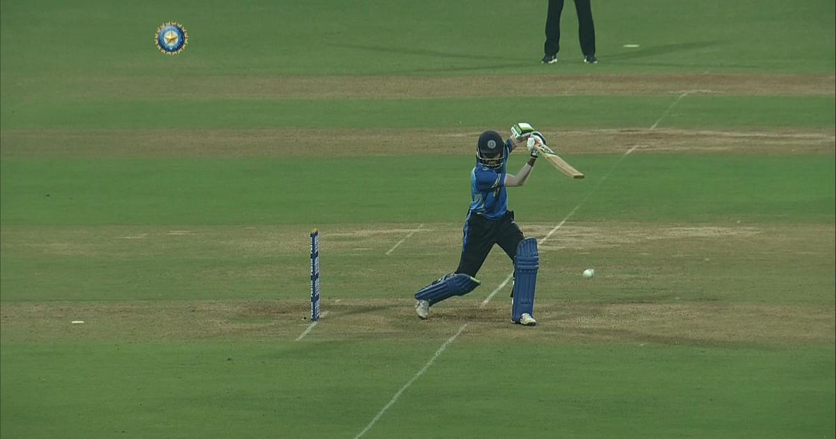 एस श्रीसंत की हुई जमकर कुटाई, मोहम्मद अजहरुद्दीन ने 54 गेंदों पर ठोके 137 रन 2