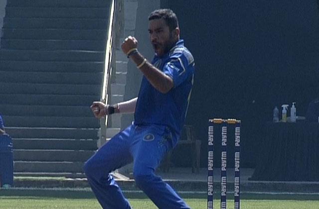 41 वर्षीय इस गेंदबाज ने मुंबई के खिलाफ झटके 5 विकेट, सूर्यकुमार यादव ने भी टेके घुटने 4