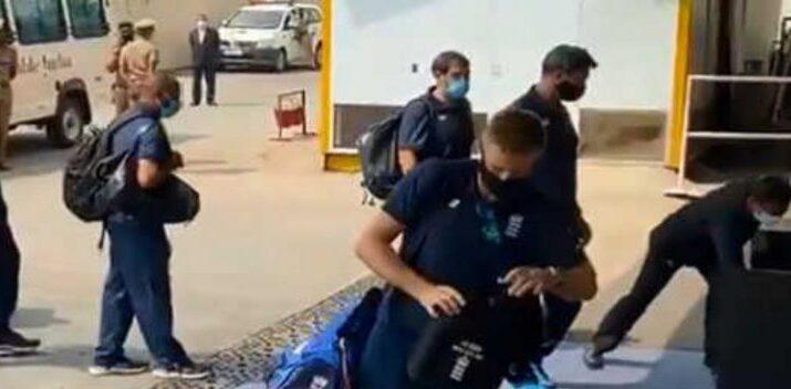 चेन्नई पहुंचे इंग्लिश क्रिकेट टीम के खिलाड़ी और सपोर्ट स्टाफ़ का हुआ कोरोना टेस्ट, देखें तस्वीरें 15