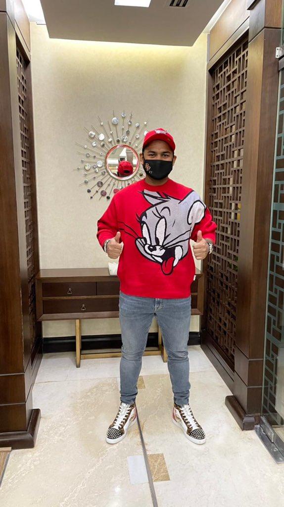 ऋषभ पंत को लाल टी-शर्ट के साथ तस्वीर पोस्ट करना पड़ा भारी, चहल और राशिद खान ने किया ट्रोल 2