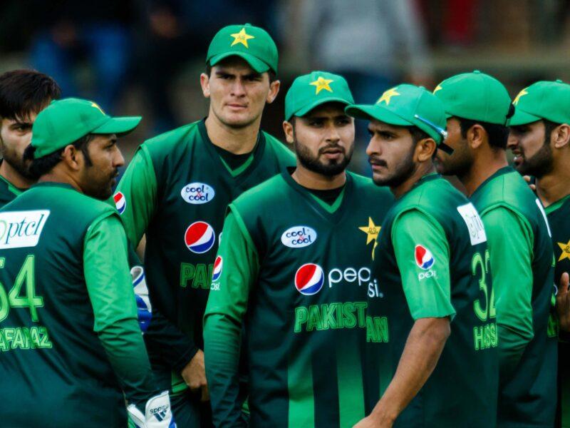 इंग्लैंड की नई नवेली टीम के हाथों पाकिस्तान को मिली हार, तो फैंस ने ट्रोल करते हुए बनाए मीम्स 6