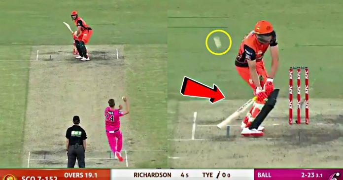 WATCH : BBL में बल्लेबाज़ ने एक ही गेंद पर लेफ्ट और राईट दोनों तरीके से खेला शॉट, देखें विचित्र वीडियो 1