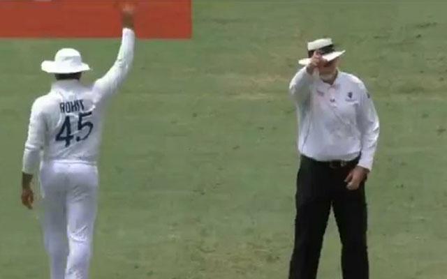 बल्लेबाज, गेंदबाज, कीपर के साथ ही साथ अब ब्रिसबेन टेस्ट में अंपायर भी बने रोहित शर्मा 1