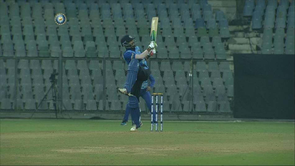 एस श्रीसंत की हुई जमकर कुटाई, मोहम्मद अजहरुद्दीन ने 54 गेंदों पर ठोके 137 रन 3
