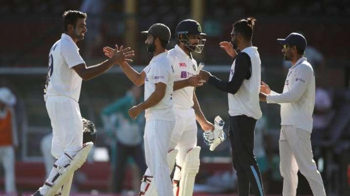 सिडनी टेस्ट में रिषभ पंत ने रचा इतिहास, ऐसा करने वाले बने पहले विकेटकीपर-बल्लेबाज़ 3
