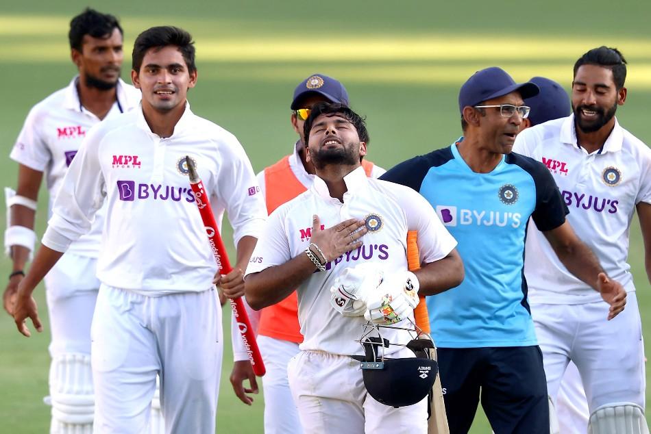 ऑस्ट्रेलिया फ़तह के बाद घर लौटी भारतीय टीम का हुआ जोरदार स्वागत, देखें तस्वीरें 2