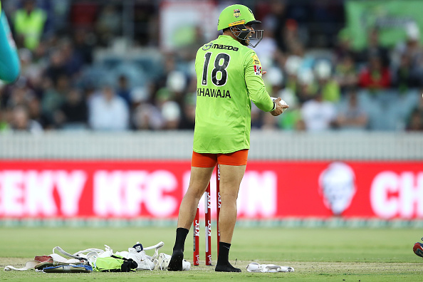 बिग बैश लीग के दौरान क्रिकेट के मैदान पर ही मार्नस लाबुशेन और ख्वाजा ने उतारे कपड़े, वीडियो वायरल 1