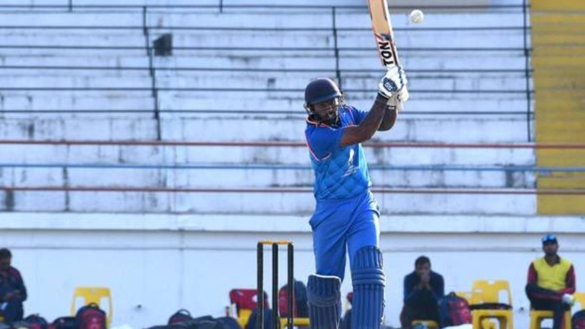 41 वर्षीय इस गेंदबाज ने मुंबई के खिलाफ झटके 5 विकेट, सूर्यकुमार यादव ने भी टेके घुटने 2