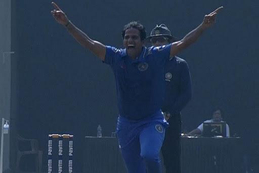 41 वर्षीय इस गेंदबाज ने मुंबई के खिलाफ झटके 5 विकेट, सूर्यकुमार यादव ने भी टेके घुटने 3