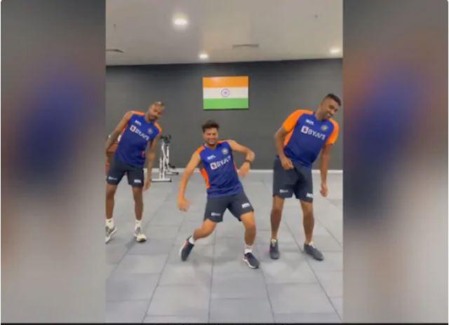 WATCH : फनी डांस करते हुए अश्विन, हार्दिक और कुलदीप का वीडियो हुआ वायरल 4