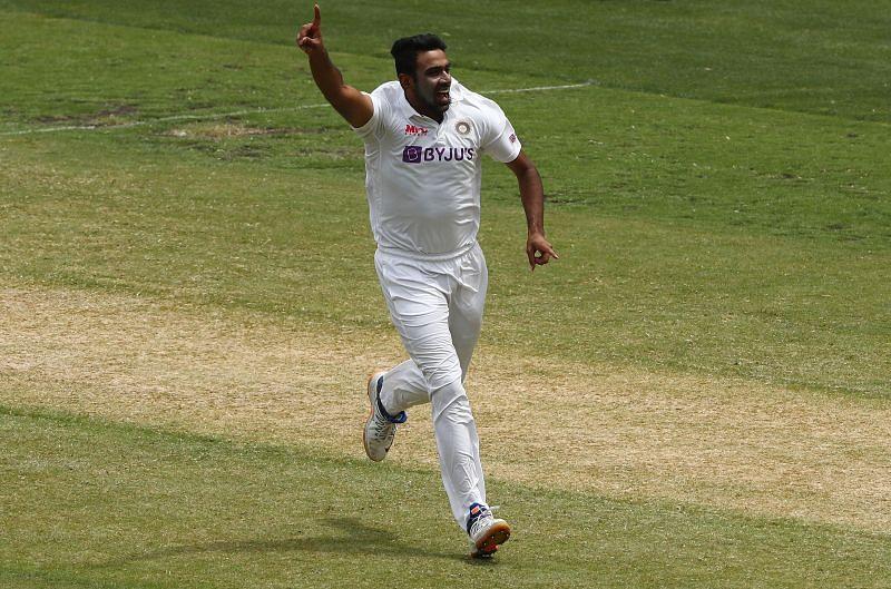 INDvsENG : इंग्लैंड के खिलाफ़ अश्विन ने रचा इतिहास, शेन वार्न और मुरलीधरन जैसे दिग्गजो को छोड़ा पीछे 16