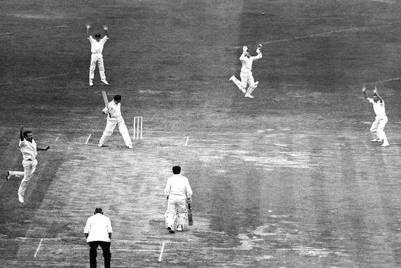 क्रिकेट जगत के लिए बुरी खबर, भारत के खिलाफ डेब्यू मैच में ही शतक ठोकने वाले दिग्गज खिलाड़ी का निधन 2