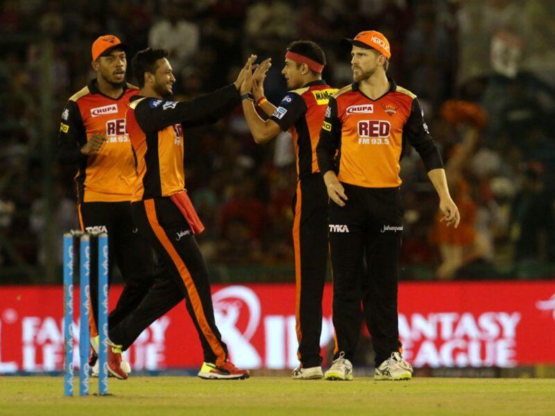 देश को नहीं बल्कि आईपीएल को प्राथमिकता दे रहा यह खिलाड़ी, बोर्ड को टेस्ट क्रिकेट खेलने से किया मना 14