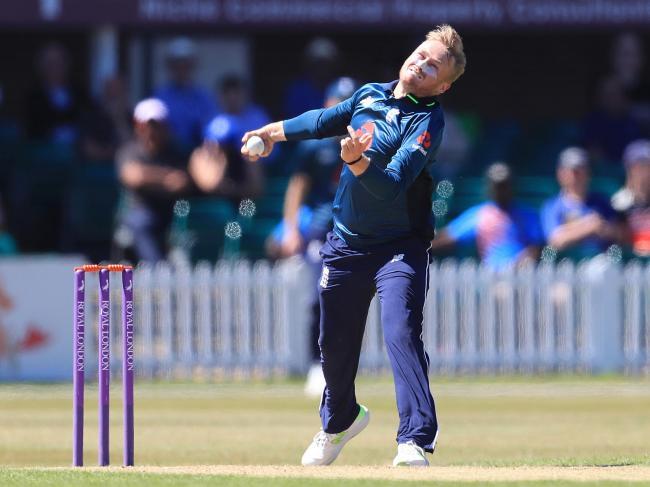 इंग्लैंड का वह स्पिनर जिसने धोनी और कोहली को कहा था कलंक, खेल सकता है दूसरा वनडे मैच 3