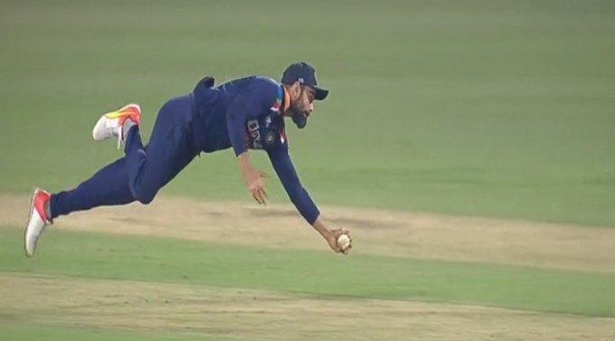 WATCH : कप्तान कोहली ने हवा में उड़ कर पकड़ा अविश्वसनीय कैच, देखें वीडियो 4