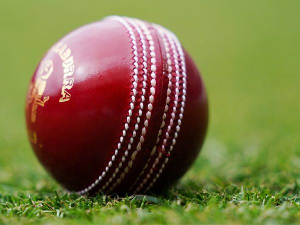 इंग्लैंड के क्रिकेटरों के भद्दे रवैये से परेशान हुआ अंपायर, LIVE मैच में छोड़ दिया मैदान 1