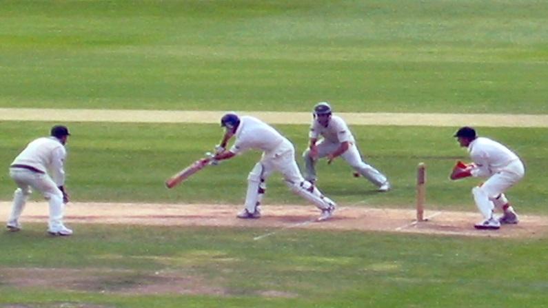 इंग्लैंड के क्रिकेटरों के भद्दे रवैये से परेशान हुआ अंपायर, LIVE मैच में छोड़ दिया मैदान 3