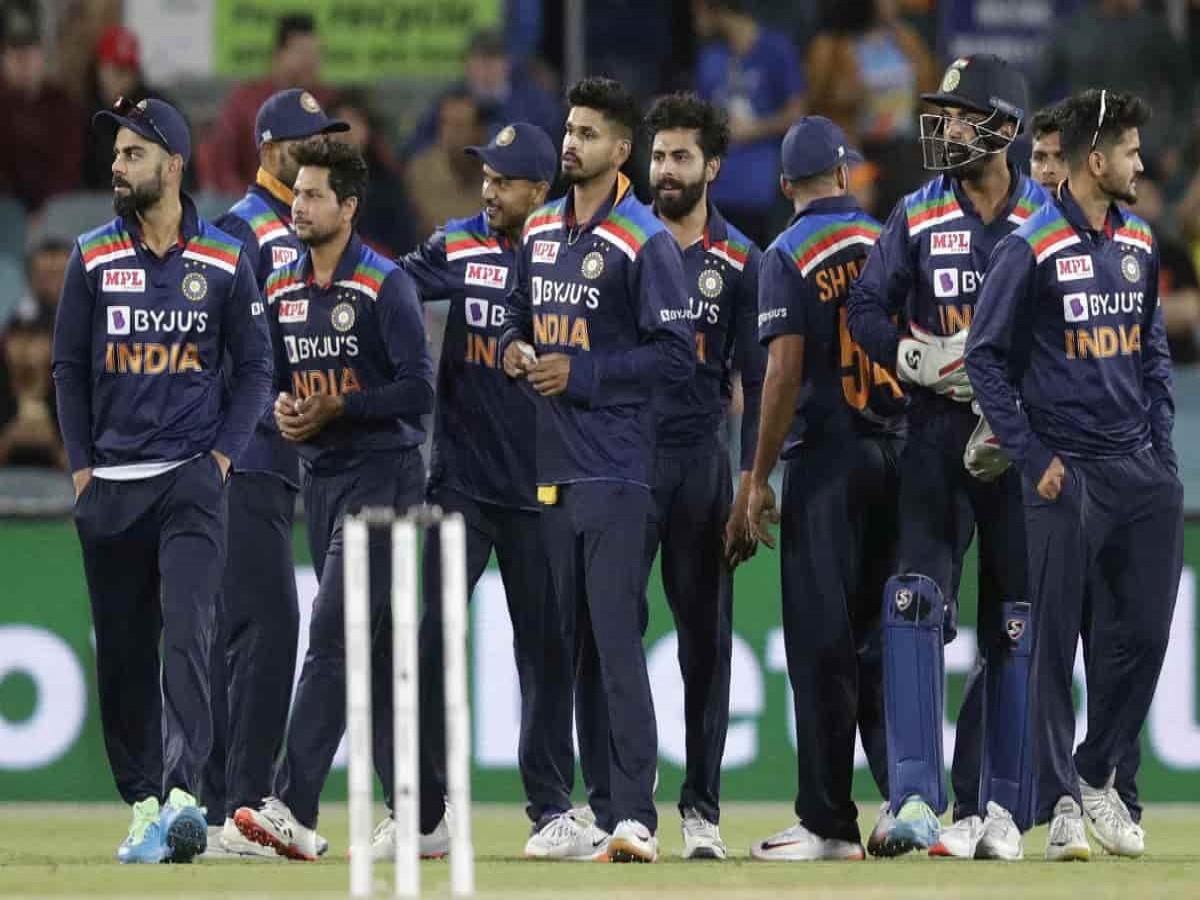 श्रीलंका दौरे पर इन 2 खिलाड़ियों को जगह ना मिलने से भड़के फैंस, चयनकर्ताओं को सुनाई खरी-खोटी 1