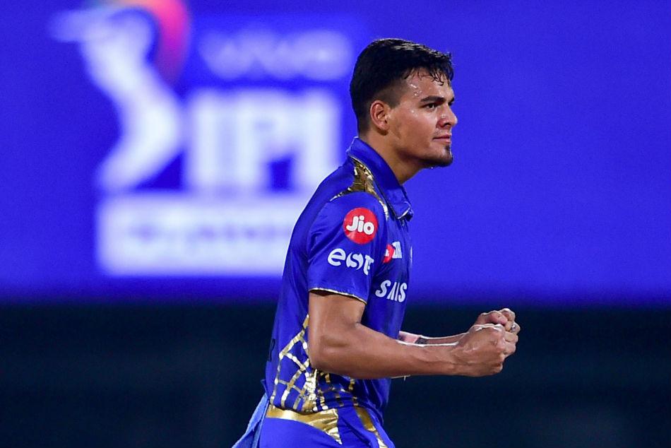मुंबई इंडियंस के लिए सबसे अधिक विकेट झटकने वाले क्रिकेटर बन सकते हैं यह 3 गेंदबाज 2