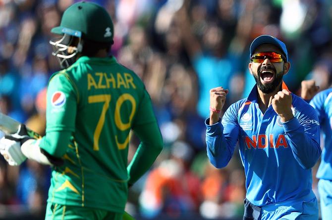 अकेले विराट कोहली की सलाना सैलरी पूरी पाकिस्तान टीम पर पड़ती है भारी, जानिए दोनों देशों की सैलरी में कितना है अंतर 7