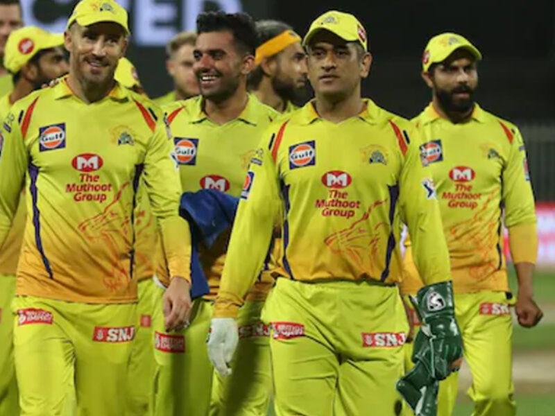 IPL 2021 : महेंद्र सिंह धोनी ने की मिसाल पेश, सभी खिलाड़ियों को घर भिजवाकर अंत में छोड़ा होटल 8
