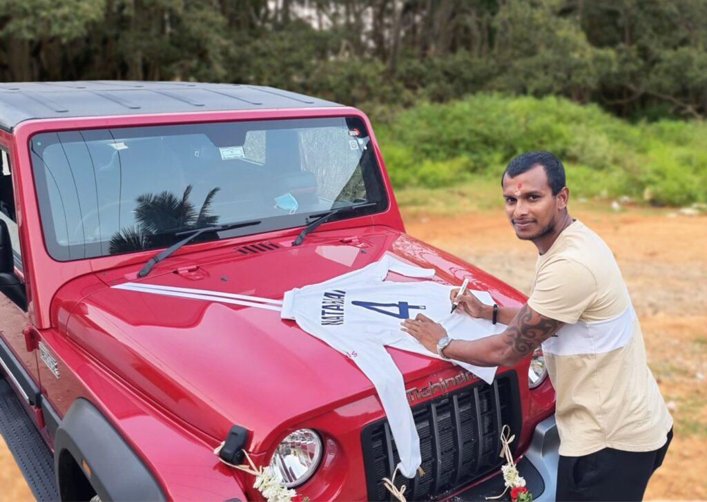 आनंद महिंद्रा ने टी नटराजन को गिफ्ट की 'महिंद्रा थार' तो तेज गेंदबाज ने दिया रिटर्न गिफ्ट 2